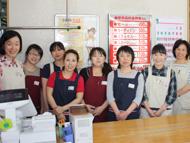 山口さんとスタッフの皆さん。